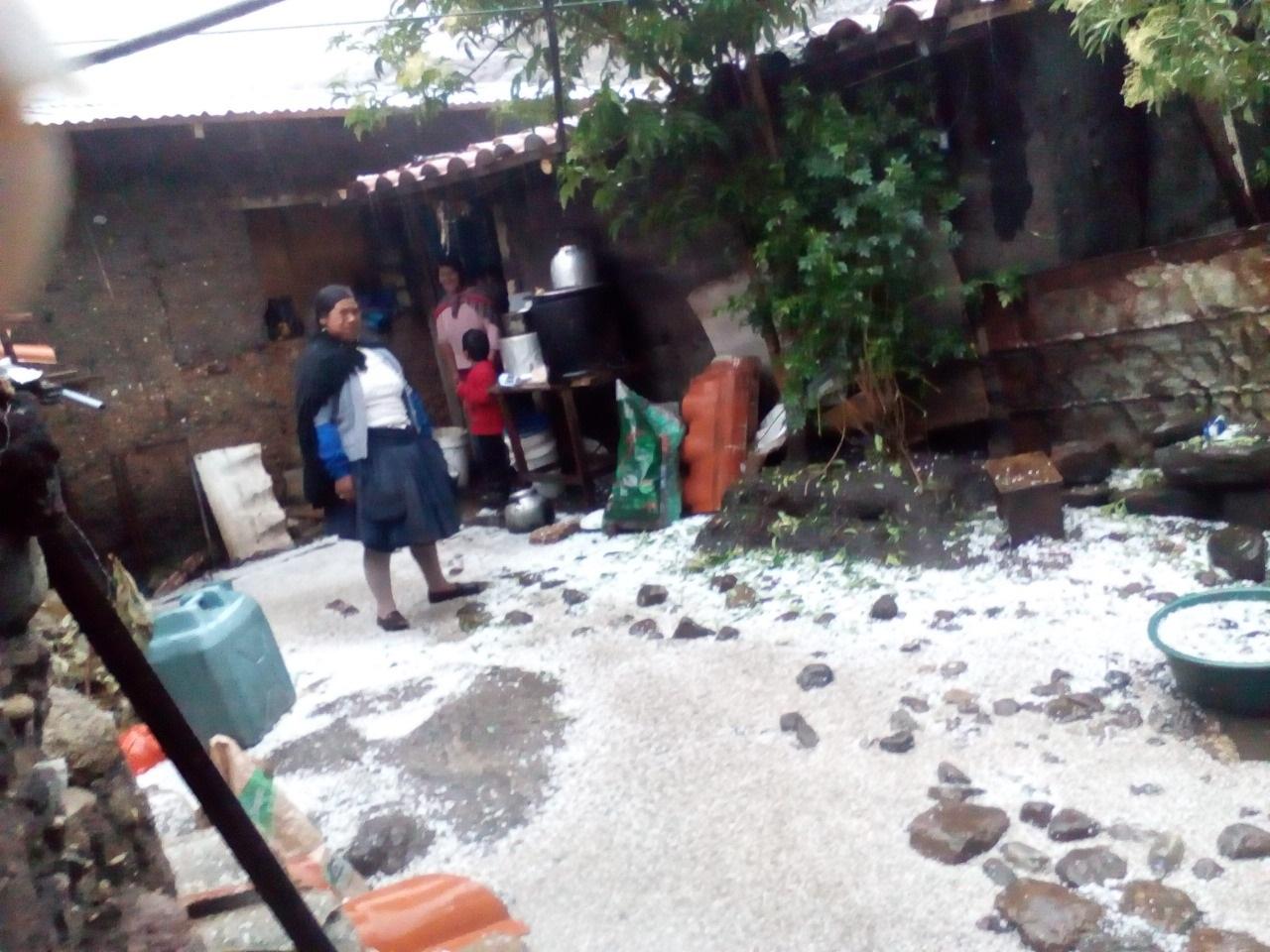 MUNICIPALIDAD DE HUANCAVELICA APOYA A FAMILIAS QUE PERDIERON VIVIENDA POR INUNDACIÓN A CAUSA DE FUERTES GRANIZADAS