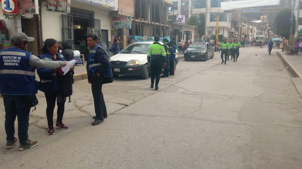 INSPECTORES DE TRÁNSITO Y LA POLICÍA NACIONAL REALIZAN OPERATIVOS INOPINADOS A LINEAS DE TRASPORTE URBANO