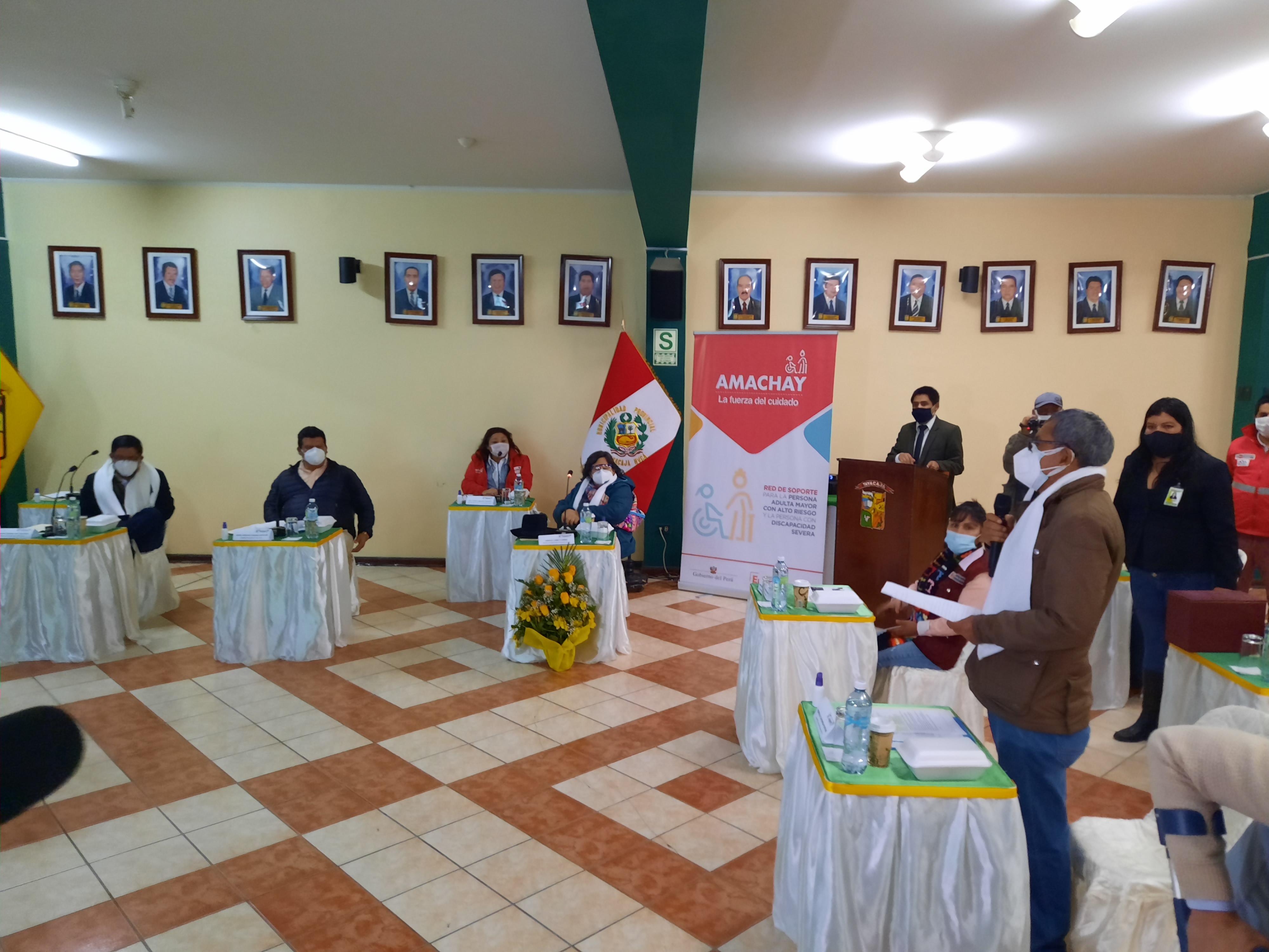 ALCALDE CAYLLAHUA LLEGÓ HASTA TAYACAJA PARA EXPONER PROGRAMA AMACHAY